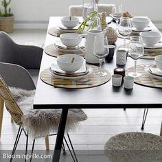 Schlicht gedeckter Tisch mit edlem Geschirr von Bloomingville.. #tischdeko #interior #esstisch #inspiration #tischdecken #ideen #natürlich #skandinavisch #weiß #tischsets
