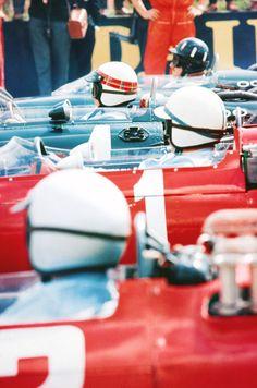 Lorenzo Bandini, John Surtees,Jacky Stewart e Graham Hill Le Mans, Vintage Racing, Vintage Cars, Formula 1, Lorenzo Bandini, Automobile, Gilles Villeneuve, Mens Toys, Race Engines