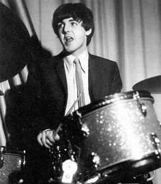 Image discovered by buuuurn. Find images and videos about the beatles, Paul McCartney and on We Heart It - the app to get lost in what you love. Beatles Love, Les Beatles, Beatles Photos, Beatles Funny, Beatles Albums, My Love Paul Mccartney, John Lennon Paul Mccartney, Paul Mccartney Young, Linda Mccartney