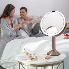 Stolní kosmetické zrcátko s LED osvětlením, které je nejlepší volbou pro každodenní líčení. Přiblížení až 10x. Nabíjení pomocí USB. Materiál: Ocel Rozměr: 14,5 x 11,5 x 29,8 cm.