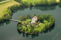 http://www.nies.ch/aerial/2008-05-15/image2008a0882.jpg