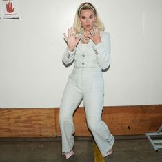 American Idol, American Singers, Katy Perry, I Kissed A Girl, L Love You, Famous Singers, White Outfits, Jumpsuit, Te Quiero