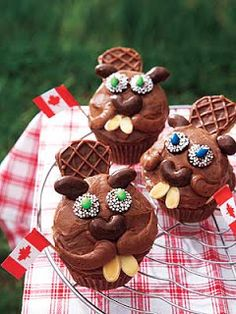 'Bucky Beaver' cupcakes for Canada Day Cupcake Recipes, Cupcake Cakes, Dessert Recipes, Desserts, Cupcakes Kids, Cupcake Ideas, Donut Cupcakes, Animal Cupcakes, Le Castor
