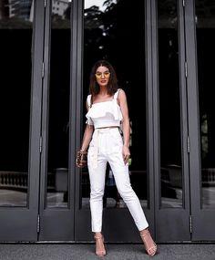 Camila Coelho #moda #estilo #styling #streetstyle #casual #outfit #lookdodia #lookaeroporto #celebridades #dicasdeestilo #dicasdemoda #stylingtips #jeans #fashionstyle #styleinspiration #mystyle #needit #girls #casualchic #allwhite #monocromatico