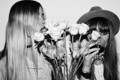 Find images and videos about girl, black and white and flowers on We Heart It - the app to get lost in what you love. Taurus Woman, Wild Child, Good Vibes Only, Friend Pictures, Grunge Fashion, Friends In Love, Black And White Photography, Pretty People, Girl Hairstyles