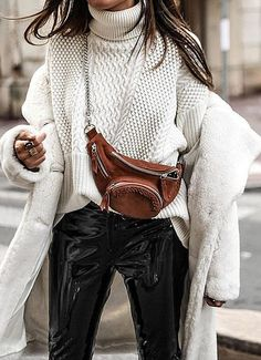 Street Style + Fall Fashion For Women + Fur Coat with Chunky Sweater + Belt Bag - Outfit Fashion Fashion Blogger Style, Fashion Mode, Look Fashion, Winter Fashion, Fashion Trends, Grey Fashion, Fashion Bloggers, Fashion Beauty, Fashion Outfits