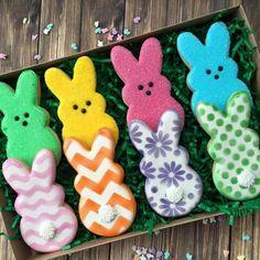 Easter bunny decorated sugar cookies. Galletas decoradas para Pascua.