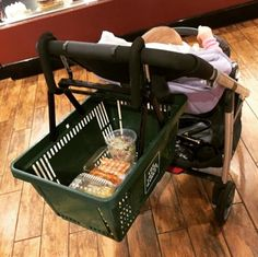 mom who found a hands-free way to shop with a basket full of groceries and a baby. This mom who found a hands-free way to shop with a basket full of groceries and a baby. Baby Life Hacks, Mom Hacks, After Baby, Pregnant Mom, Baby Kind, Baby Outfits, Having A Baby, Baby Sleep, Baby Baby