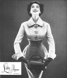 Dorian Leigh in suit by Lilli Ann, Vogue, January 1954 Barbie Vintage, Vintage Dior, Vintage Couture, Vintage Vogue, Vintage Glamour, Vintage Beauty, Vintage Dresses, Vintage Outfits, 1950s Fashion