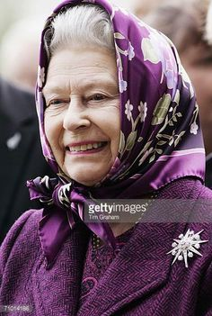 Queen Elizabeth II attends the press and VIP day of Chelsea Flower Show on May 22 2006 in London England
