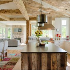 Fantastic Absolutely Free Rustic Farmhouse architecture Suggestions Reminding us of the smell of fresh pine trees and toasting marshmallows on an open fire, farmhouse s Rustic Kitchen Design, Farmhouse Style Kitchen, Modern Farmhouse Kitchens, Rustic Design, Interior Design Kitchen, Rustic Farmhouse, Kitchen Dining, Rustic Loft, Open Kitchen