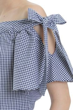 Blusa y manga campanaLaço Vichy Atrani Kurti Sleeves Design, Sleeves Designs For Dresses, Sleeve Designs, Blouse Styles, Blouse Designs, Sewing Clothes, Diy Clothes, African Fashion Dresses, Fashion Outfits