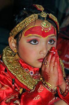Kumari, The Living Hindu Goddess. Precious Children, Beautiful Children, Beautiful People, We Are The World, People Around The World, Around The Worlds, Nepal, Monte Everest, Himalaya