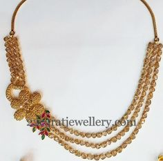 Jewellery Designs: Triple Layer Polki Set with Flower Motif Indian Jewellery Design, Jewellery Designs, Indian Jewelry, Diamond Jewelry, Gold Jewelry, Gold Necklaces, Polki Sets, 22 Carat Gold, Double Chain