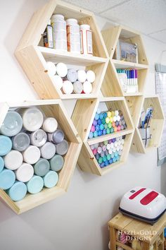 Learn how to make these DIY Hexagon storage shelves using easy woodworking plans. Full photo tutorial and plans in this post, along with an itemized supply list. Tons of other woodworking and craft tutorials too! #diyproject #diycraftroom #craftroomideas #storageshelves #hexagonshelves #craftstorage Diy Rangement, Hexagon Shelves, Honeycomb Shelves, Diy Tumblr, Ideias Diy, Craft Room Storage, Storage Ideas, Diy Storage Easy, Paper Storage