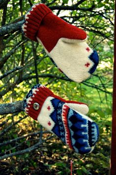 Felted Wool Mittens from Old Sweaters - Madawaska Mittens @ Rebecca Mae Designs Knitted Mittens Pattern, Sweater Mittens, Old Sweater, Wool Sweaters, Wool Hats, Knitting Patterns, Sewing Patterns, Felt Crafts Patterns, Recycled Sweaters