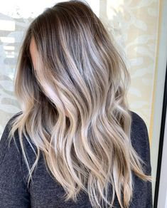 Stunning Blends Of Balayage Hair Colors to Try in 2019 - Haarfarben Ideen Balayage Hair Blonde, Brown Blonde Hair, Brown Balayage, Balayage Highlights, Ombre Hair With Highlights, Blonde Honey, Honey Balayage, Bronde Hair, Brunette Highlights