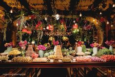 Mesa de doces criada por Tissi Valente. O casamento de Fernanda e João foi publicado no Euamocasamento.com, e as fotos são de Fabricia Soares. #euamocasamento #NoivasRio #Casabemcomvocê