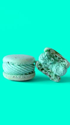Enjoy this earl grey vanilla macaron with earl grey-infused Swiss meringue buttercream with a cucumber sandwich. Enjoy this earl grey vanilla macaron with earl grey-infused Swiss meringue buttercream with a cucumber sandwich. Macaroons, Macaroon Cookies, Cute Desserts, Delicious Desserts, Yummy Food, Baking Recipes, Cookie Recipes, Dessert Recipes, Macaroon Recipes