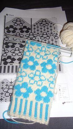 Ravelry: Project Gallery for Myrten Mittens pattern by Hiroko Fukatsu Mittens Pattern, Knitting Socks, Mitten Gloves, Knitting Charts, Knitting Stitches, Knitting Patterns, Crochet Chart, Knit Crochet, Scrappy Quilts