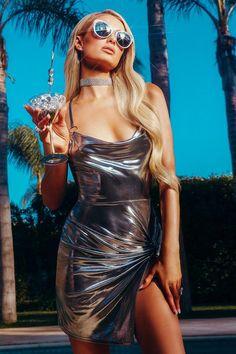 boohoo Paris Hilton Metallic Twist Front O Ring Dress Party Fashion, Fashion Outfits, Womens Fashion, Glamour, Paris Hilton Style, Rich Girls, Vinyl Dress, Sugar Baby, Metallic Dress