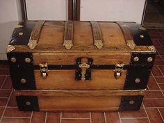 Ladycomet Victorian Refinished Dome Top Steamer Trunk Antique Chest w/Key & Tray