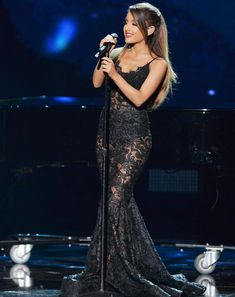 "The 2014 American Music Awards were filled with jaw-dropping moments, from Taylor Swift's debut performance of her hit single ""Blank Space"" to an appearance by none other than Diana Ross. Read on for our favorites! 1. Ariana Grande stunned on stage where she sang not one but three songs—""Break Free,"" ""Love Me Harder,"" and an…"