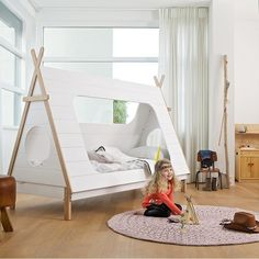 lit design tente ou tipi comme alternative à la cabane dans la chambre de fille