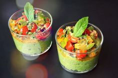 Pudding salé de chia à l'avocat et tomates marinées // Savory chia pudding with avocado and marinated tomatoes Raw Food Recipes, Healthy Recipes, Pudding, Healthy Cooking, Healthy Food, Bruschetta, Finger Foods, Guacamole, Veggies