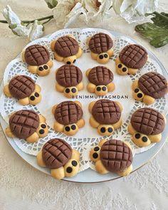 Gülümseten kurabiyeler bir tıkla sofranızda... www.isterpisiristerye.com  #isterpişiristerye #komşu #anne #kurabiye #evyemeği #mutfak #mutfakgram #yemek #yemekrium #yemektakip #yemektarifleri #yemekgram #tarif Hemen kayıt ol! İster pişir para kazan ister ye zaman kazan!