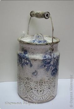 shabby but charming! Decoupage Art, Decoupage Vintage, Painted Milk Cans, Old Milk Cans, Vintage Enamelware, Country Paintings, Altered Bottles, Tole Painting, Vintage Shabby Chic