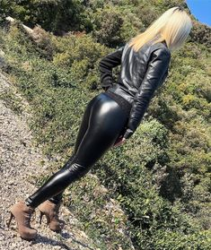 Leather Tights, Leather Leggings Outfit, Wet Look Leggings, Shiny Leggings, Leather Trousers, Latex, Glamour, Skin Tight, Leather Fashion