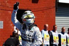 Su uno dei circuiti più belli e tecnici del mondo torna il dominio della #Mercedes con un #Hamilton perfetto che mette in riga il compagno #Rosberg. La #Ferrari in difficoltà gioca un azzardo che per poco non si tramuta in colpo di genio, merito anche di uno sfortunato #Vettel. Sul podio finisce così un bravissimo #Grosejan che riporta in alto la #Lotus. Vi racconto quello che ho visto durante il weekend di gara. #F1 #Spa