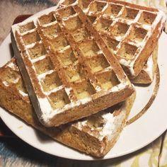 Вкусные толстые бельгийские вафли можно приготовить и без яиц, что особенно актуально для вегетарианцев, веганов и в пост. Пошаговый фото-рецепт приготовления вафель, а также различные варианты начинок.