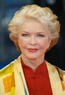 Ellen Burstyn (born Edna Rae Gillooly on December is an American actress. Her career began in theatre during the late and over the next . Raquel Welch, Birgitte Bardot, Short Hair Cuts, Short Hair Styles, Ellen Burstyn, Native American Ancestry, Requiem For A Dream, Becoming An Actress, Amy Poehler