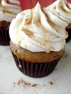 Punkin Cupcakes With Maple Cinnamon Buttercream ! From Your Cup Of Cake Healthy Treats, Healthy Desserts, Just Desserts, Delicious Desserts, Yummy Food, Fall Desserts, Healthy Baking, Healthy Food, Frosting Recipes