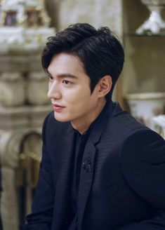 Find images and videos about lee min ho, leeminho and legend of blue sea on We Heart It - the app to get lost in what you love. Boys Over Flowers, Asian Actors, Korean Actors, Jun Matsumoto, Legend Of Blue Sea, Legend Of The Blue Sea Lee Min Ho, Lee Min Ho Legend Of The Blue Sea Wallpaper, Lee Min Ho Kdrama, Lee Min Ho Photos