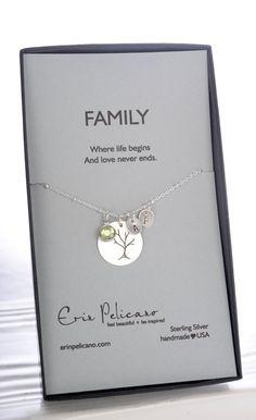 Stammbaum personalisierte Geschenk für Mama. Neue Oma Geschenk. Mama-Schmuck. Oma Geschenk. > ---{{ARTIKELDETAILS}}--- Diese Halskette ist eine schöne Erinnerung an Ihre Geliebte Familie! Perfekt als Geschenk für Mütter, Omas oder jede Frau, die stolz auf ihre Familie. Auf einer Karte Familie - wo leben beginnt. Und Liebe niemals enden. Sterling Silber-Komponenten auf einem 18 Kugelkette. Dieses Angebot gilt für 1 Baum-Anhänger, 1 Stein, 2 erste Blätter. Der Anhänger ist 18mm im Durchme...
