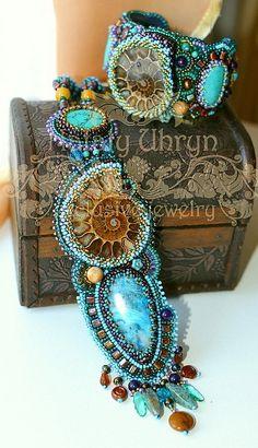Bracelets Embroidery ðó÷íàÿ ðàáîòà, handmade, ßðìàðêà Ìàñòåðîâ beaded necklace and bracelet with turquiose and fossils - Here is the second part of amazing bead embroidered jewelry by ukrainian artist Nataly Uhrin. Seed Bead Jewelry, Jewelry Shop, Beaded Jewelry, Jewelry Design, Jewelry Making, Beaded Bracelets, Jewelry Stores, High Jewelry, Metal Jewelry