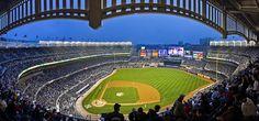 O Basebol é um dos desportos mais famosos nos Estados unidos e uma das maiores e melhores equipas de basebol têm estádio em Nova York - são os New York Yankees. O Estádio dos Yankees está localizado a Sul de Bronx e representa o espírito desportista Norte Americano. Se não tiver oportunidade de ver um jogo de