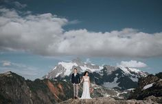 Over on our Facebook Group we had a vote and mountain-top elopements came out well top!  This image from @thegreatestadventurewed shows you just why those peaks are the greatest! We just cannot get enough of those beautiful vistas!  Join our Facebook Group for eloping couples as we discuss favourite spots suppliers and travel tips. Link in bio.  Photographer: @nickplusdanee