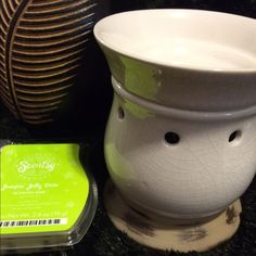 Contenta Scentsy Bundle Mid Size Contenta Scentsy warmer. NEW w/box. Bundle comes with:                                                                   Contenta Scentsy Warmer (box included) Light Bulb  Jumpin Jelly Bean scentsy Bar  NO TRADES NO HOLDS NO NEGATIVITY NO LOW BLOWS, will be DECLINED! Scentsy Other