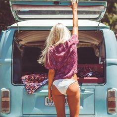 girls and cars - blonde and blue vw bus Volkswagen Transporter, Volkswagen Bus, Vw Camper, Beetles Volkswagen, Vw T1, Campers, Combi Vw T2, Combi Ww, Vw Beach