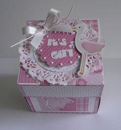 Explosion Box feita com a Silhouette Cameo Card In A Box, Box Cards Tutorial, Exploding Box Card, Scrapbooking, Magic Box, Birthday Box, Craft Bags, Marianne Design, Baby Scrapbook