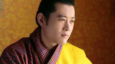 """Jigme Khesar Namgyel Wangchuk, rei do Butão. Jigme Khesar Namgyel Wangchuk é o líder da monarquia de Butão. Seu título é o de Druk Gyalpo, o que significa """"Rei Dragão"""". Ele está no trono desde 2008. A família Wangchuk está no poder por cerca de um s"""