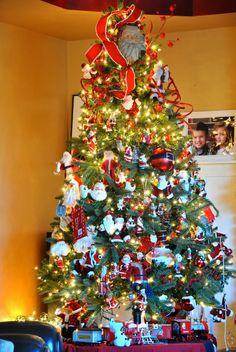 A Becca Blog: Santa themed Christmas Tree