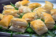 Smördegssnittar med räkfyllning till champagne - Johanna Toftby Spanakopita, Sushi, Champagne, Appetizers, Snacks, Eat, Ethnic Recipes, Food, Frases
