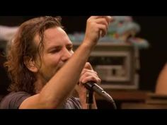 Pearl Jam - Yellow Ledbetter (live) Cant get enough of Pearl Jam live in Mexico singing my fave PJ song Yellow Ledbetter Music Pics, Music Songs, New Music, Good Music, Music Videos, Great Bands, Cool Bands, Pearl Jam Eddie Vedder, Rock Videos