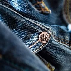 Indaco dipendente. Re-HasH Addicted to indigo.  Re-HasH  #fashion #dress #sensation #elegance #withstyle #fashionable #styleinspiration #mystyle #outfit #glam #look #trend #menwithstyle #bluejeans #rehash #INDACO  #romaff11  #womanwithstyle  #moda #styleinspiration  #styles  #modafeminina #lookbook #modastyle  #denim #instafashion #instamoda #jeans
