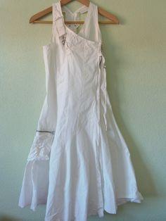 Vestido Blanco de Verano Desigual  15,00 € IVA incluido  Estado : Muy buena.  Talla : 34 -100% algodon